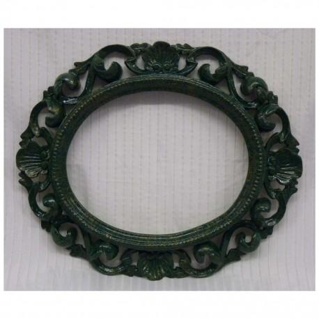 0020  cornice ovale intagliata in legno laccata  verde