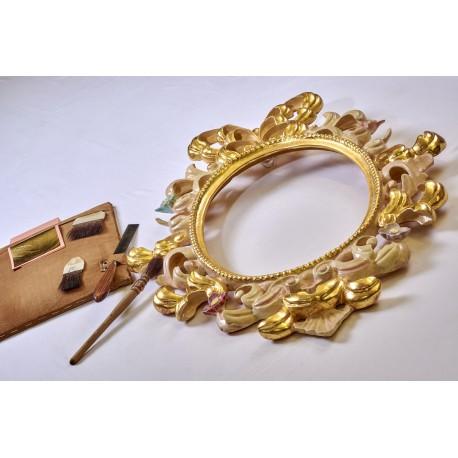 Specchiera ovale in legno, intaglio a mano , dorata in oro zecchino