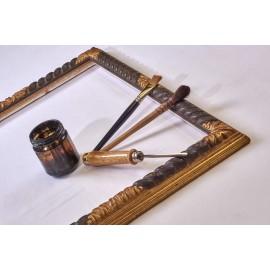 Cornice Specchiera intagliata in legno con torciglione nero e angoli dorati in foglia